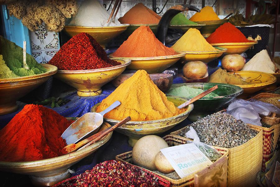 especiarias em mercado de marraquexe